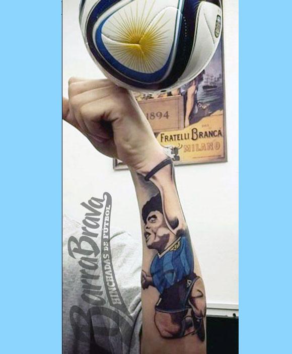 Tremendo El Tatuaje La Mano De Dios Referente A Diego Maradona En